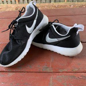 Nike Roshes Sneakers